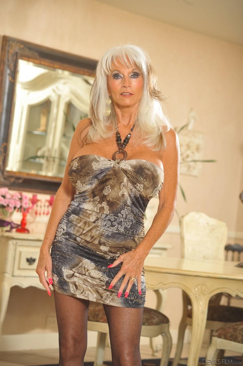 Porn pics of Hot older MILF Sally Dangelo unleashes her