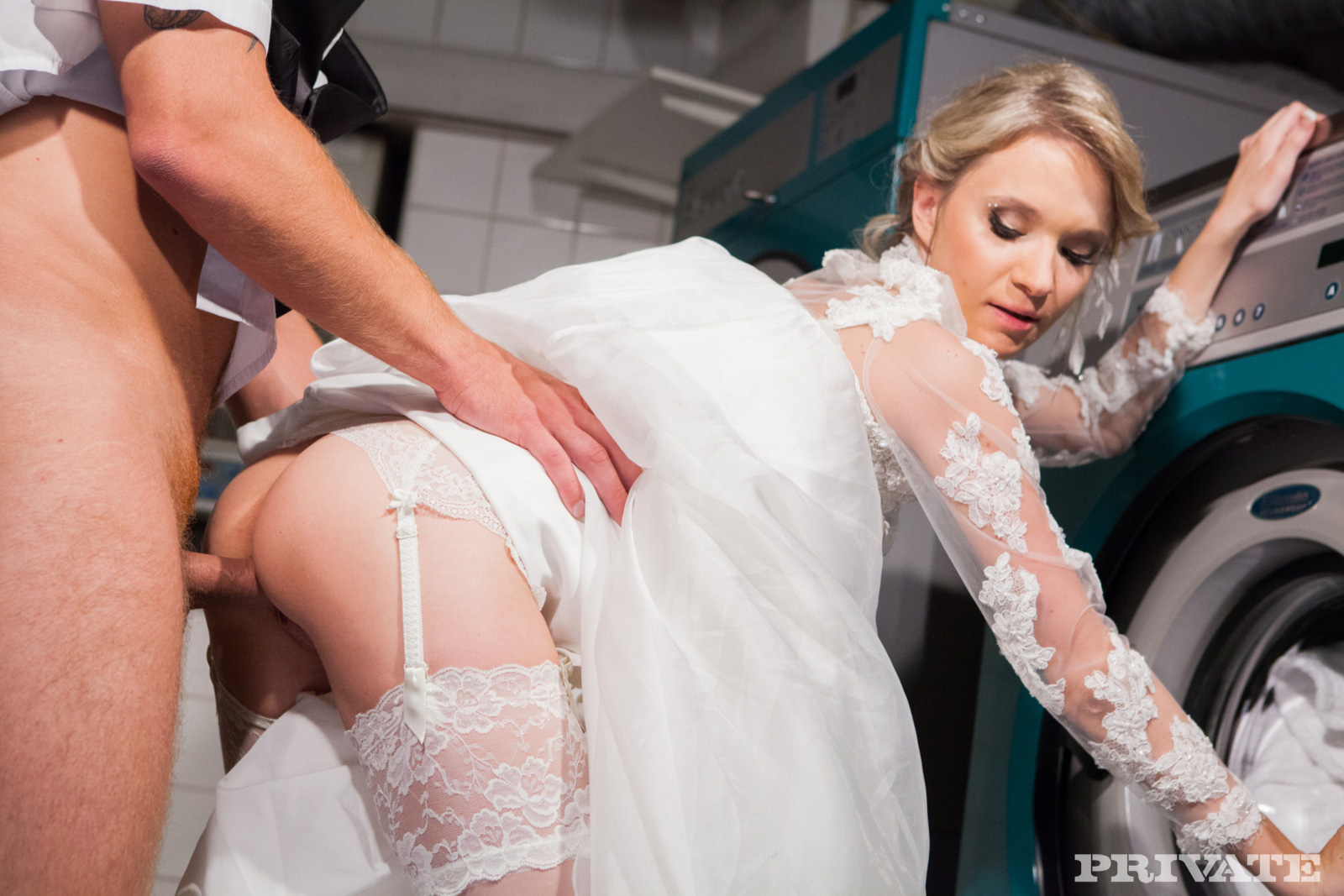 Невесту трахают на празднике онлайн